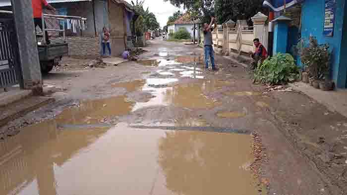 Jalan Kampung Ciruas Butuh Perhatian Pemerintah